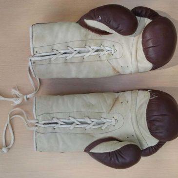 Gants de boxe vintage en cuir années 80 Montana