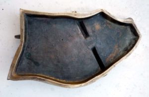 détail dessous bronze Jacopin pièege à rat