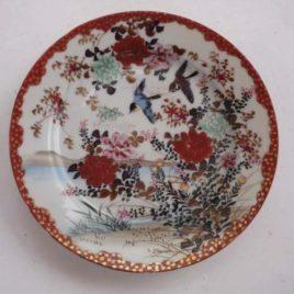Assiette chinoise ancienne devant décor oiseau en vol fleurs