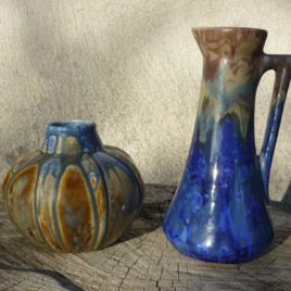 Vase et pichet en grès flammé Méténier vus de face